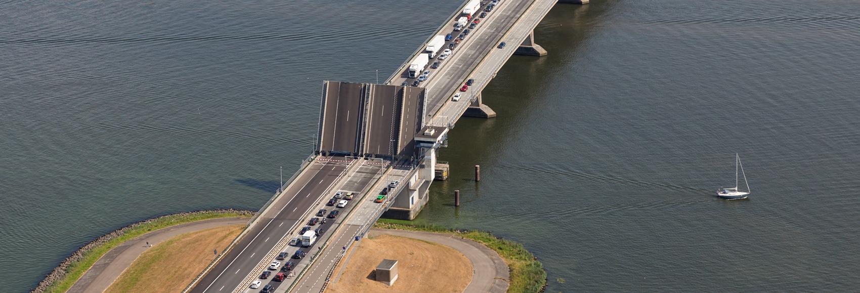 Renovatieproject groot onderhoud bruggen en sluizen in Flevoland